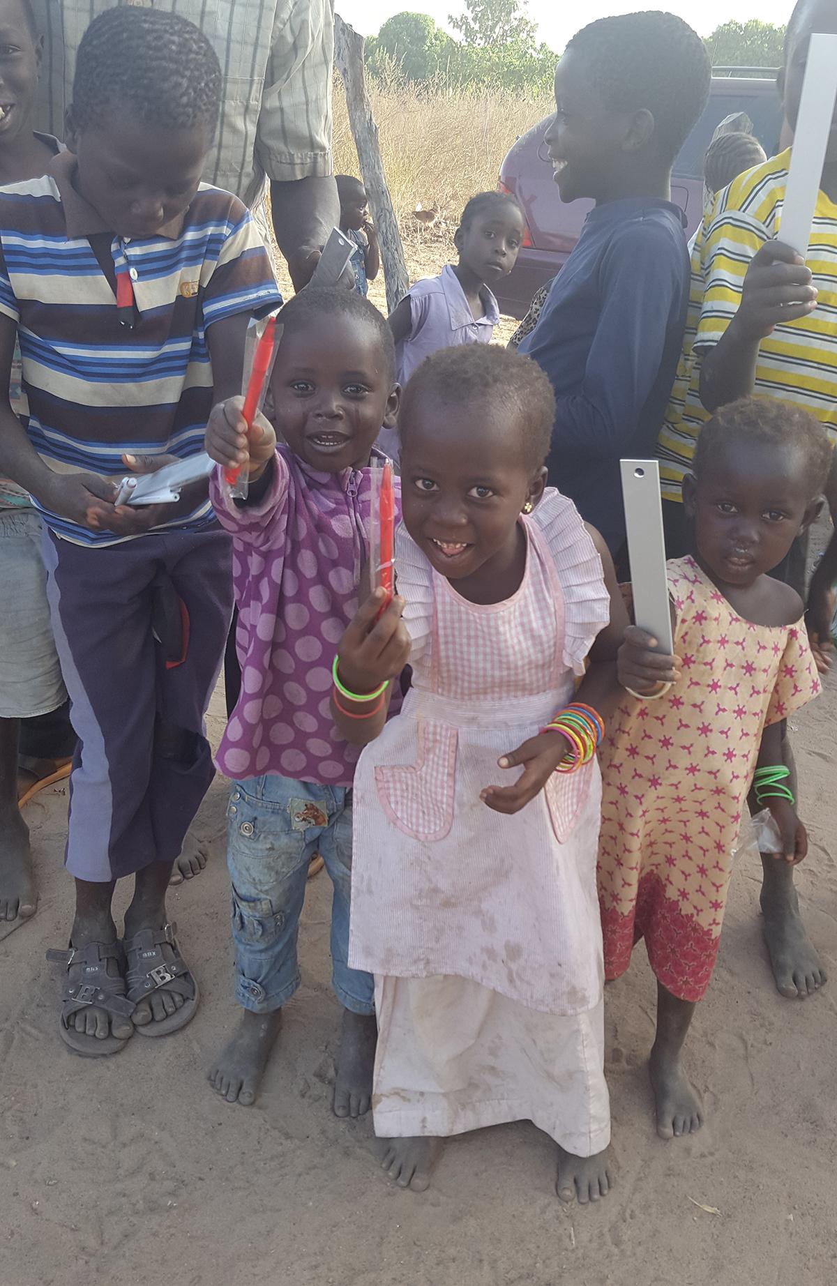 Iloisia-lapsia-Gambia